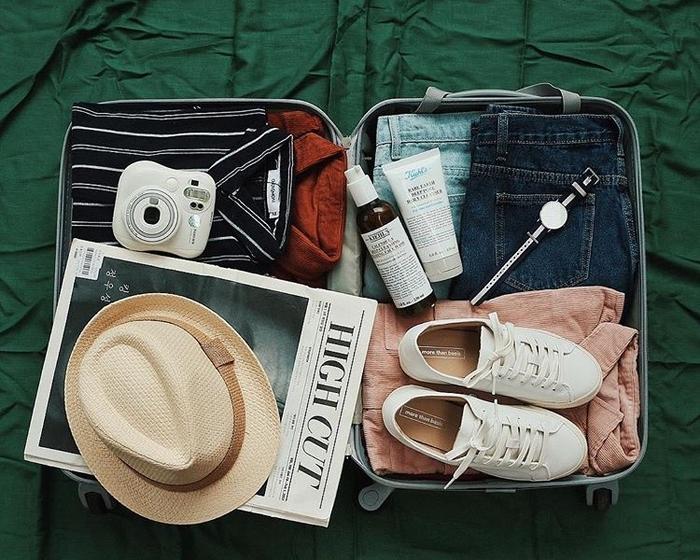 Cần chuẩn bị rất nhiều thứ cho một chuyến du lịch. Ảnh: IG @monsimi