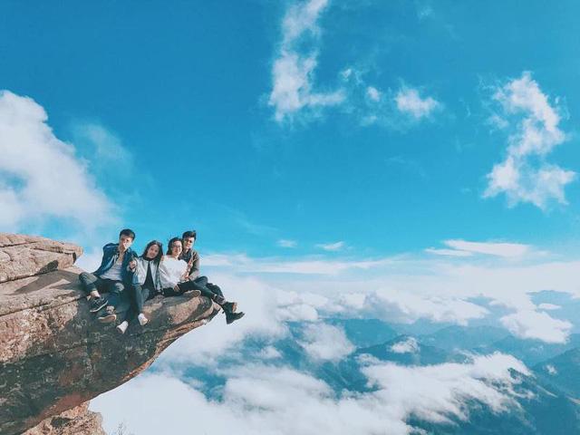Chinh phục đỉnh Pha Luông, bạn sẽ ngỡ như mình đang lạc vào chốn tiên cảnh bồng lai. (Ảnh: yangfeng)