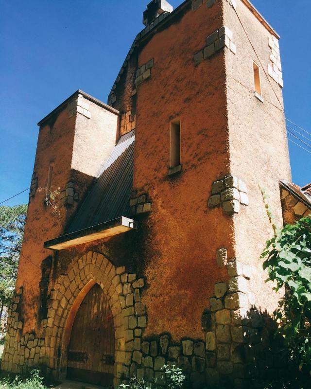Nhà nguyện dòng Franciscaines đã bị bỏ hoang vài thập kỷ.(Ảnh: bachdiepp)
