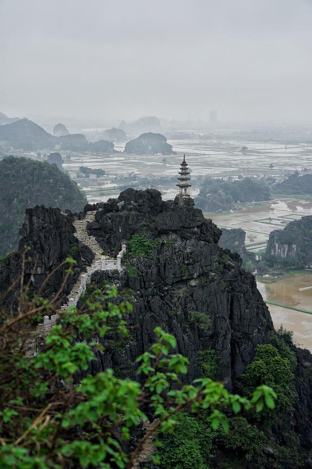 Vẻ đẹp hùng vĩ của non nước Ninh Bình