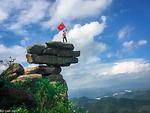 """Chinh phục núi Đá Chồng """"độc nhất, vô nhị"""" ở Quảng Ninh"""