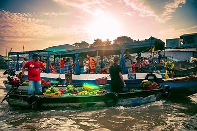 Chợ nổi Cái Răng dưới cái nhìn của Travel Blogger Lê Tú